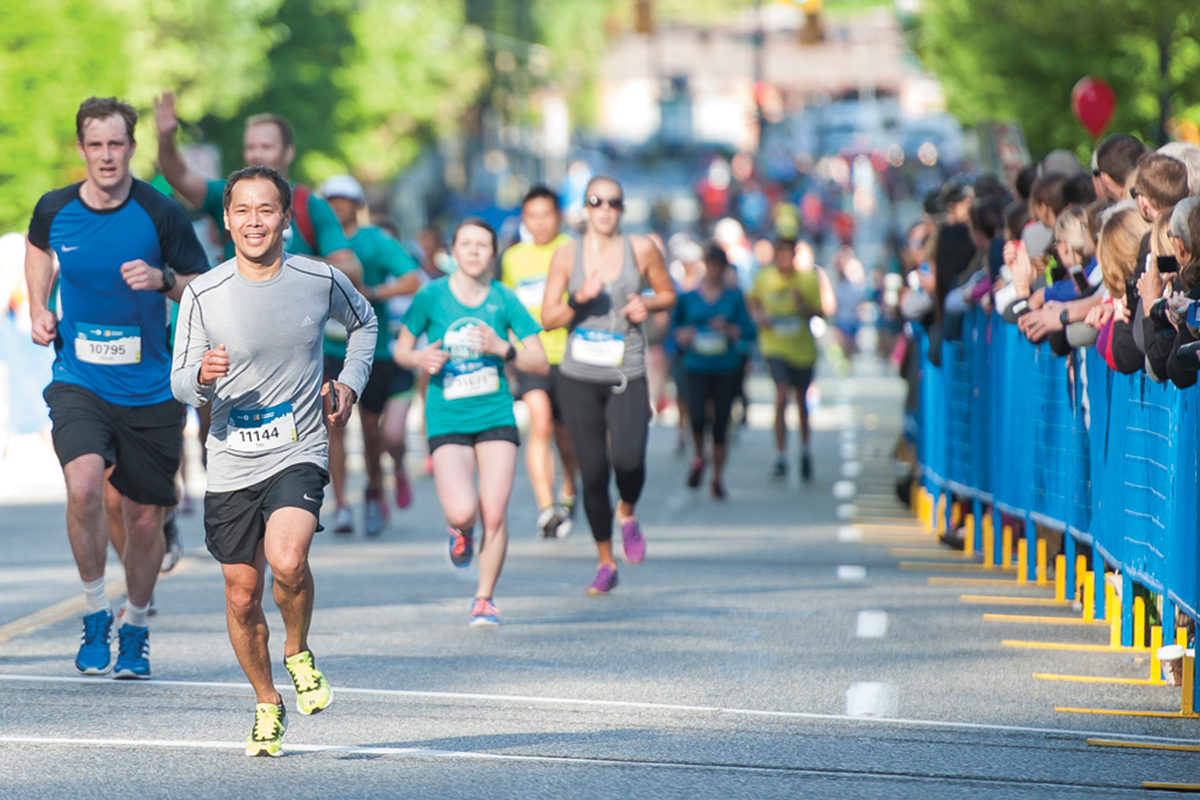 Finish strong. Crowds will be out to cheer you on! Photo: Richard Lam / RUNVAN®