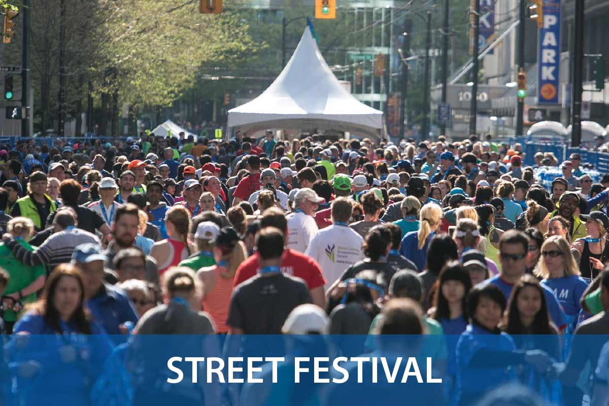 27-SteetFest-Packed-Close-2015-VancouverMarathon-Sombilon