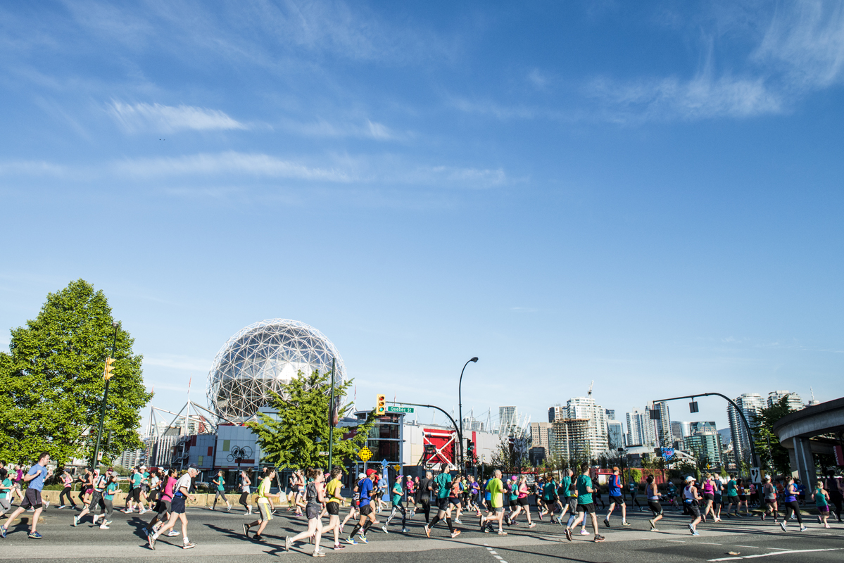 Blue skies. It was all blue, clear skies, once again for the world-class event that occurs annually on the first weekend of May. Photo: Maylies Lang / RUNVAN®