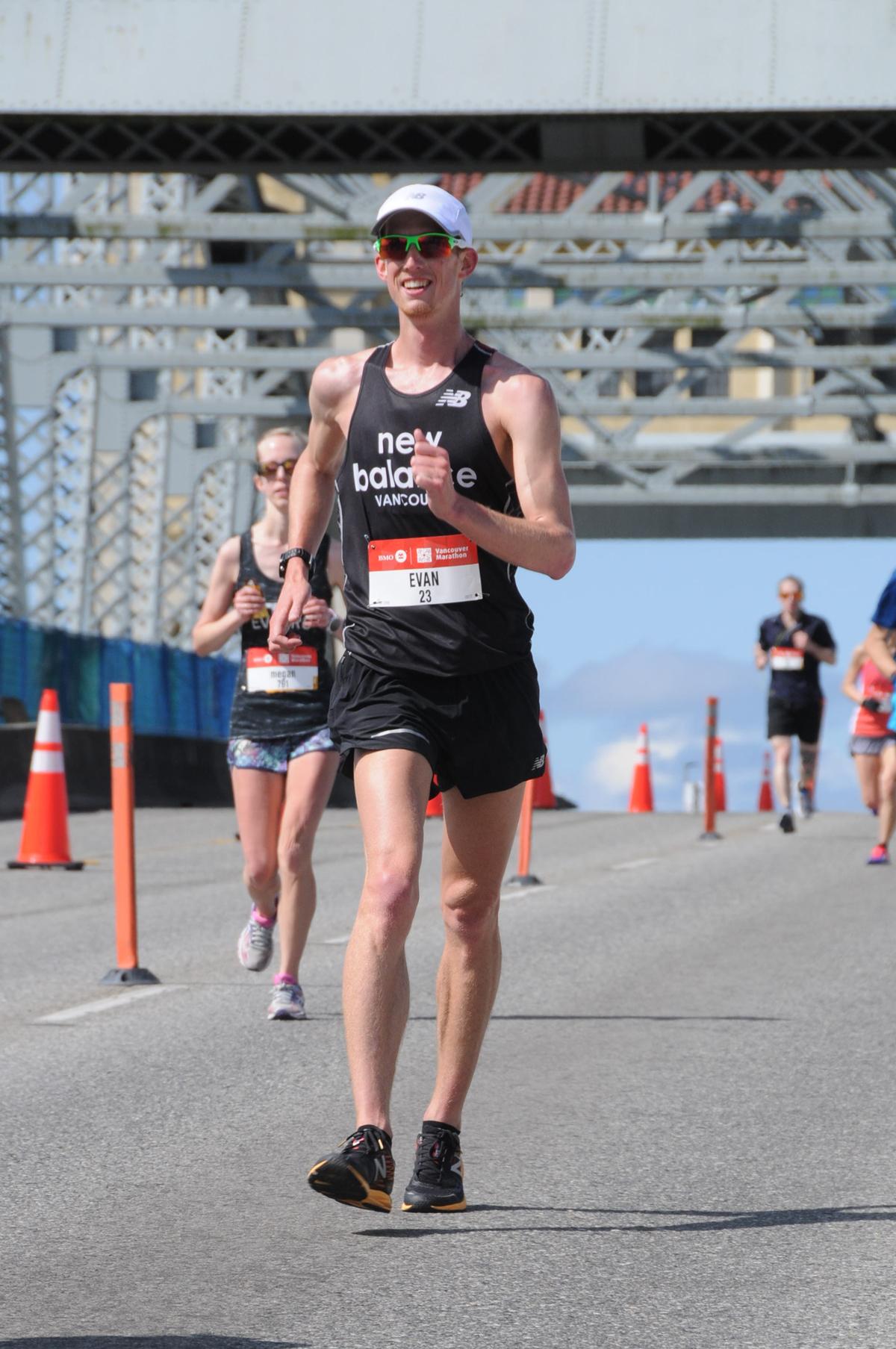 28-2017-EvanDunfee-BurrardBridge-VancouverMarathon-RUNVAN®-MarathonFoto-web