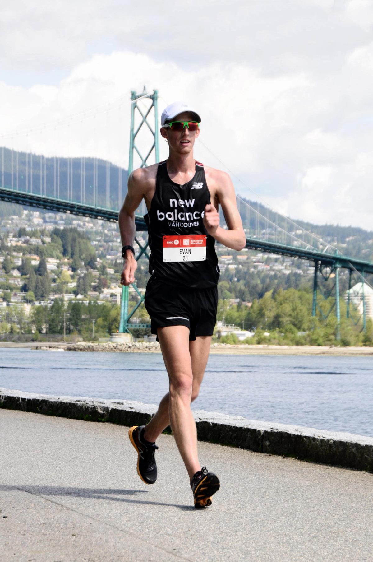 43-2017.EvanDunfee-LionsGate-VancouverMarathon-MarathonFoto-RUNVAN-web