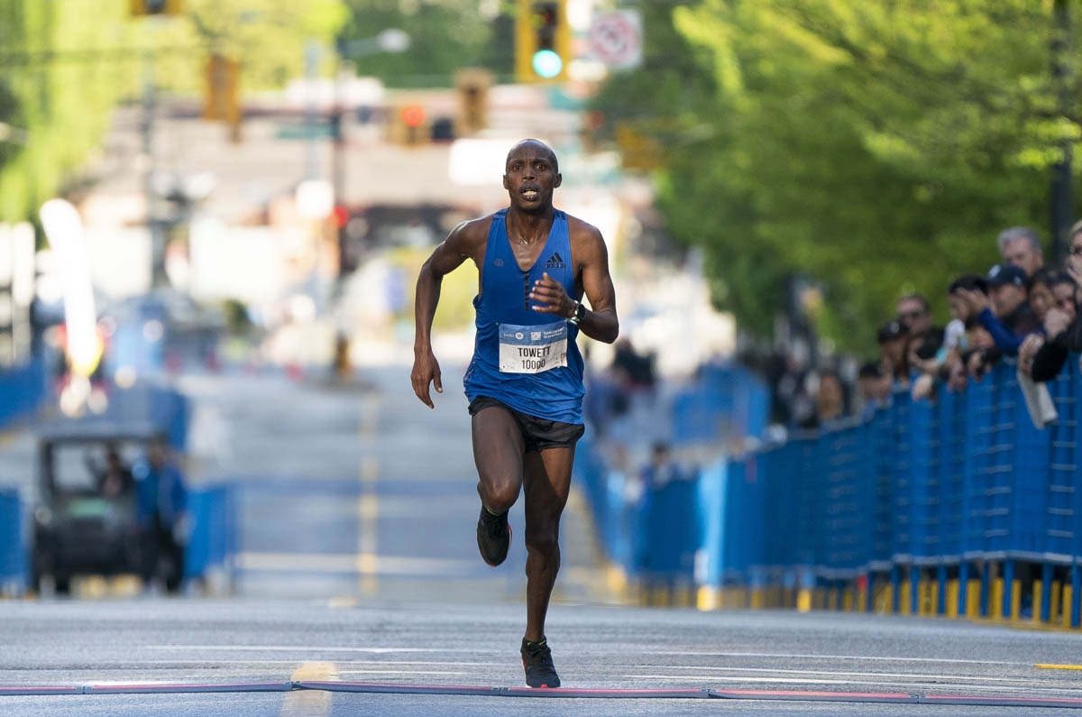 George Towett of Kenya runs 1:04:33 to take the BMO Vancouver Half Marathon win. Photo: Richard Lam / RUNVAN®
