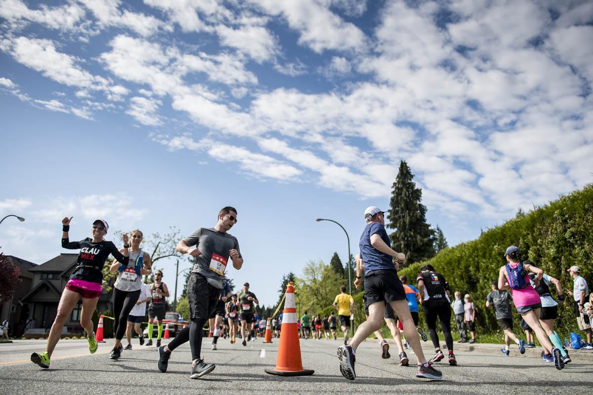 Stunning Running. BMO Vancouver Marathon. Photo: Jeff Bell / RUNVAN®