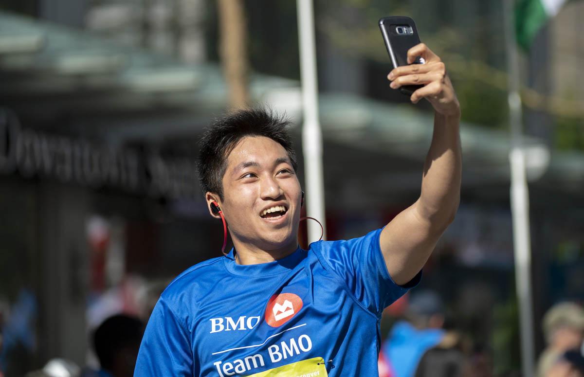 If you didn't selfie, did it even happen? BMO Vancouver Marathon. Photo: Christopher Morris / RUNVAN®