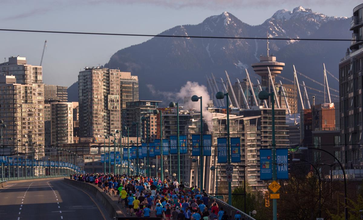 06-2017-CambieCrowdMountains-VancouverHalfMarathon-1200px-RUNVAN®-AndyClark