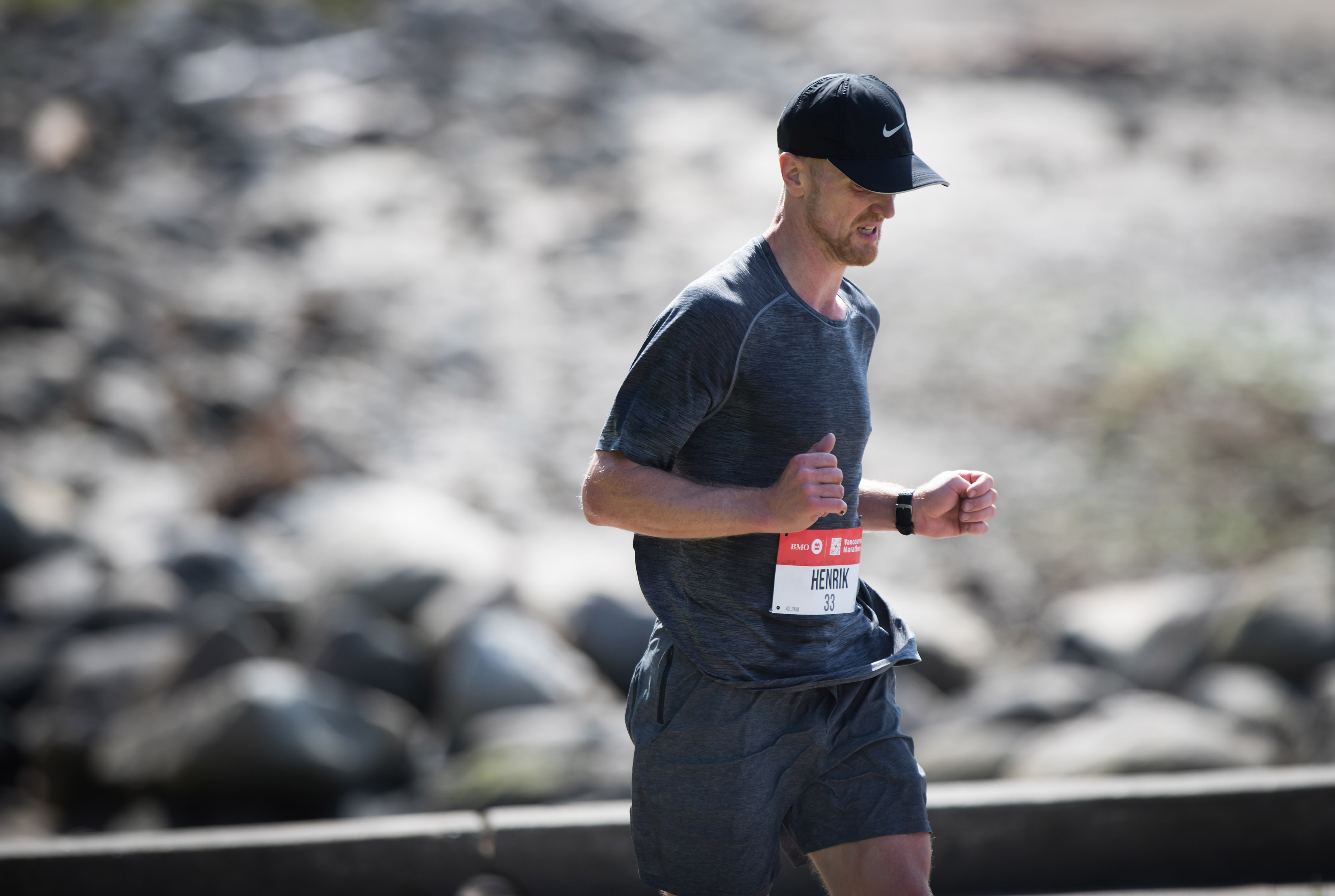 Henrik Sedin finishes strong in the last KMs of the BMO Vancouver Marathon. Photo: Darryl Dyck / RUNVAN®
